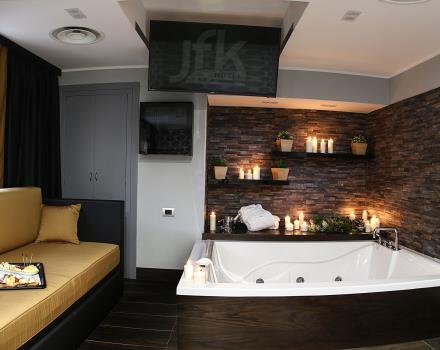 Camera Con Vasca Idromassaggio Per Due : Camera deluxe con vasca idromassaggio hotel jfk napoli 3 stelle