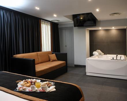 Camera Vasca Idromassaggio Napoli : Camera deluxe con vasca idromassaggio hotel jfk napoli stelle
