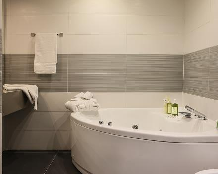 Wellness room - Bathroom with whirlpool hot tub Hotel JFK Naples